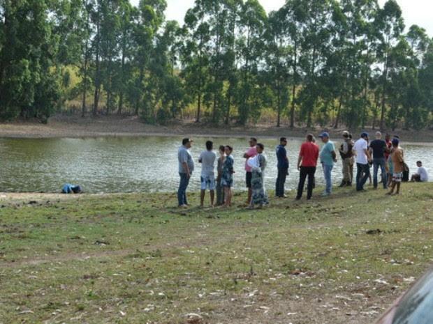 Vítima acompanhava bastismo da irmã, quando entrou na água e se afogou (Foto: Anderson Oliveira/Blog do Anderson)