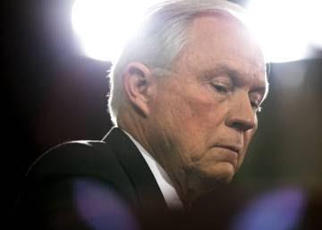 El senador extremista y homófobo que abrazó primero a Trump