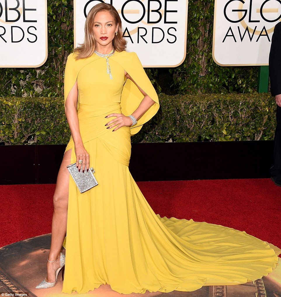 Globurile de aur Jennifer Lopez in Giambatista Valli