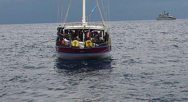 Ακυβέρνητο σκάφος με 200 λαθρομετανάστες ανοιχτά της Πύλου