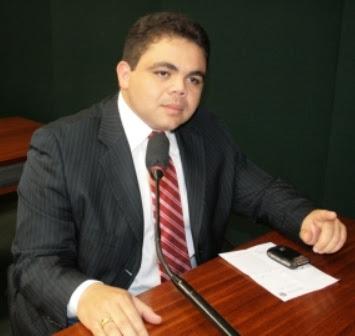http://www.luispablo.com.br/wp-content/uploads/2014/03/Deputado-federal-Davizinho.jpg