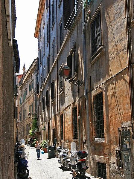 File:Vicolo di Monte Vecchio Rome.jpg