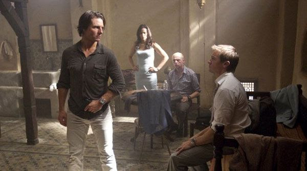 IMF agents Ethan Hunt, Jane Carter, Benji Dunn (Simon Pegg) and William Brandt converse in MISSION: IMPOSSIBLE - GHOST PROTOCOL.