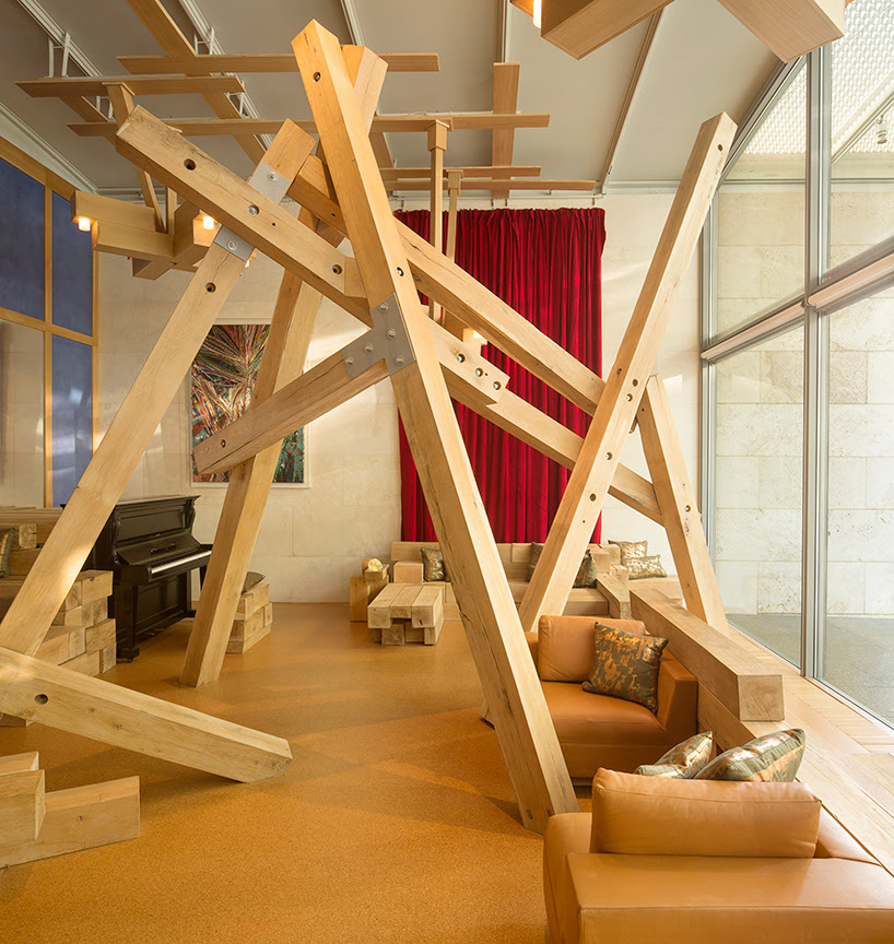 timber installation by edwin chan transforms the nasher sculpture center in dallas