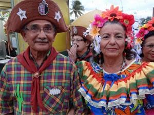 José Bonifácio Cardoso e a esposa Elizabeth não perdem uma apresentação (Foto: Katherine Coutinho/G1)
