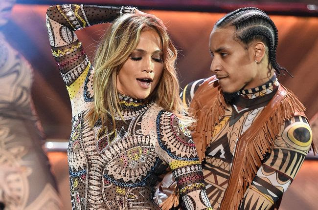 2015 AMAs photo jennifer-lopez-opening-show-2015-billboard-650.jpg