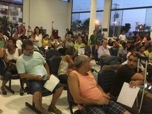 Manifestantes lotaram Câmara de Ubatuba (Foto: Arquivo Pessoal/Yara Muzsa)