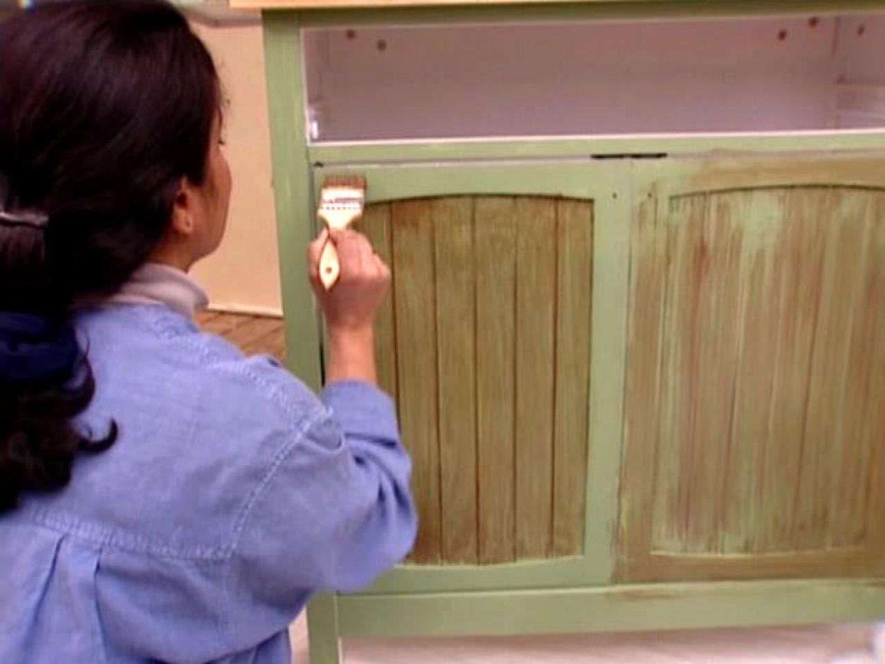 How to Antique a Cabinet | how-tos | DIY