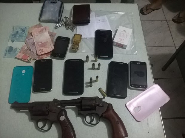 Material foi apreendido com os suspeitos em São Bento do Una (Foto: Divulgação/Polícia Militar)