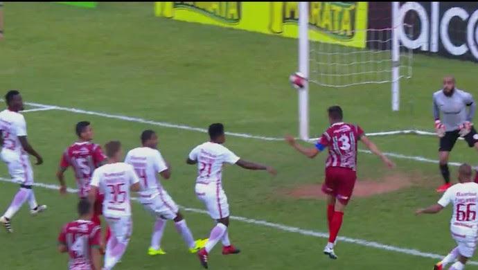 Passo Fundo x Inter gol defesa bola aérea (Foto: Reprodução / RBS TV)