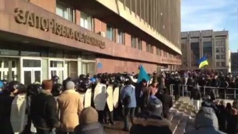 Protesters in the south-eastern Ukrainian city of Zaporizhzhya