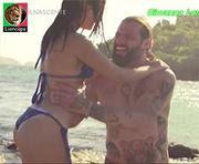 Giovanna Lancelotti sensual em biquini na novela Sol Nascente
