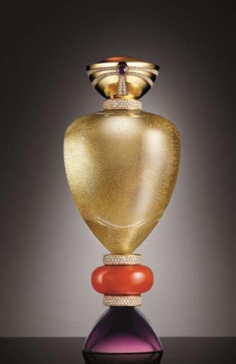 El encanto del perfume -y su alto costo- no radica solo en el contenido, sino en su envase.