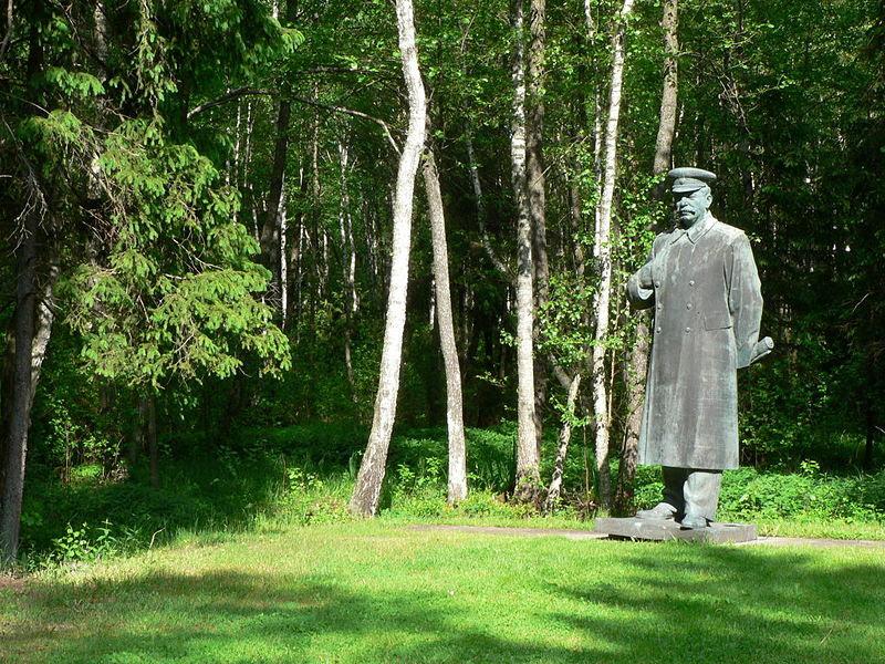 File:Grutas Stalin.jpg
