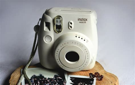 Top 3 Best Polaroid Cameras For Weddings & Guest Books