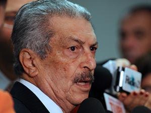 O senador Romeu Tuma fala à imprensa nesta quinta-feira (6)