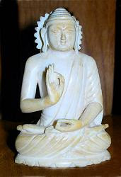 قديم نادر بوذا الكمبودي العاجي (3 بوصات طويل القامة) يجلس في وضعية المناقشة أو فيتاركا مودرا - أواخر القرن التاسع عشر