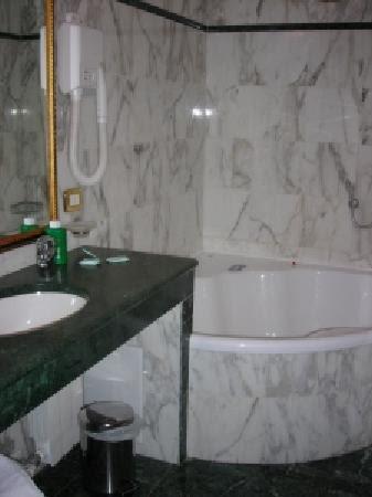 Bathroom Interior: Jacuzzi Bathroom
