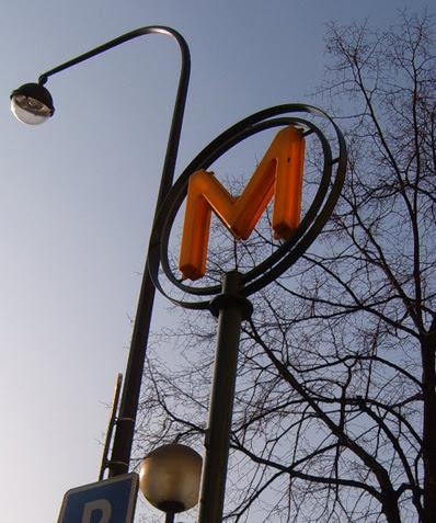 Metro Sign at Ternes
