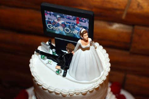 50  Funniest Wedding Cake Toppers That'll Make You Smile