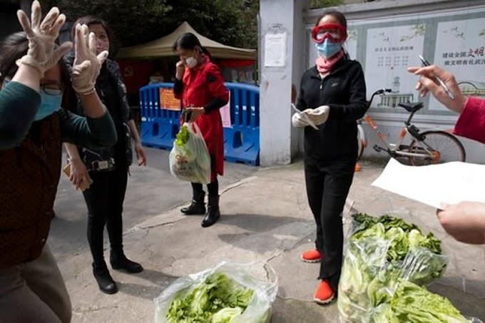 The Latest: Protesters temporarily block LA vaccination site .