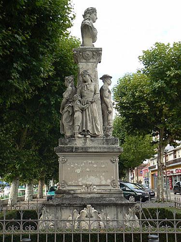 montceau les mines monument aux mineurs, veuves et orphelins 2.jpg