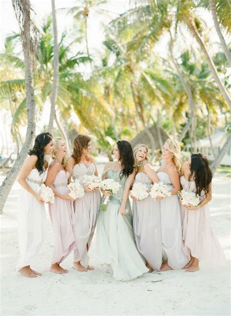 10 Bridesmaid Colour Combos For Tropical or Beach Weddings