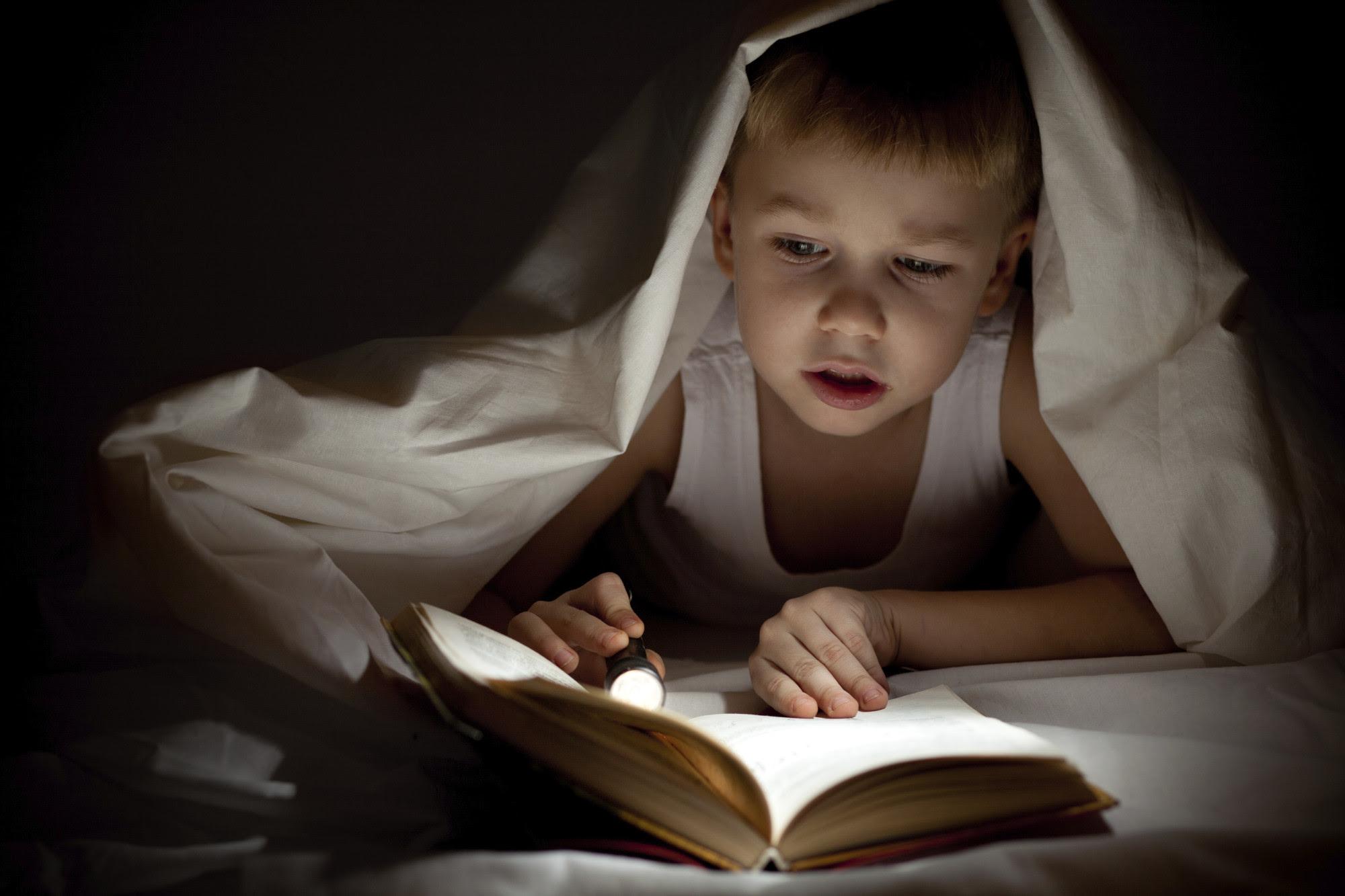 Znalezione obrazy dla zapytania child reading