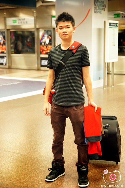 AP-2010-DAY-1-SINGAPORE-YOYO-me-with-luggage