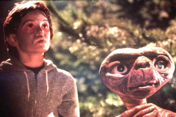 Henry Thomas as a child, acting in E.T.