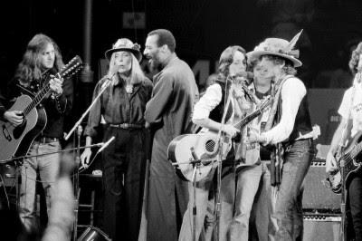 Roger McGuinn, Joni Mitchell, Richi Havens, Joan Baez e Bob Dylan.