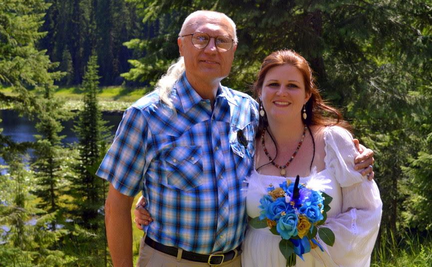 Kewaunee en Kelly Lapseritis op hun trouwdag; voor hen is contact met de sasquatch-wezens, dagelijkse kost!