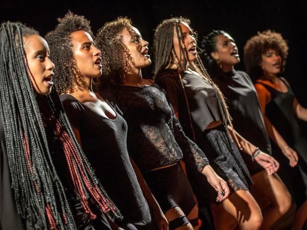 Espetáculo aborda o preconceito enfrentado pela mulher negra na sociedade (Foto: Coletivo NEGA/Divulgação)