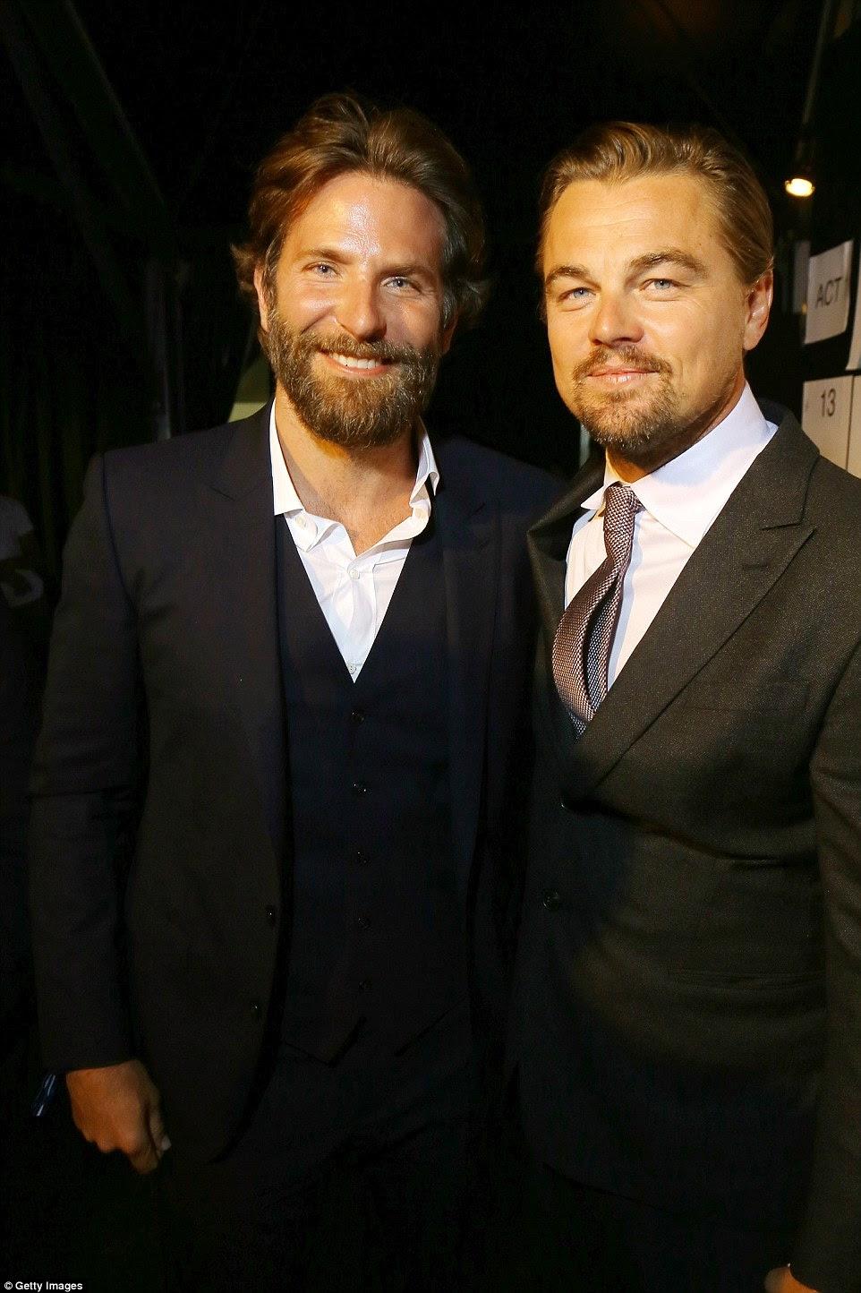 Seu bom amigo: DiCaprio também posou com Silver Linings Playbook ator Bradley Cooper