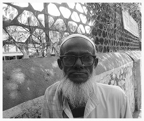 Jaffar Bhai - The Friendly Muslim Beggar Bandra Bazar Road by firoze shakir photographerno1