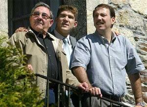 Raúl Castro con su hijo y su nieto en Lugo, España