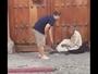 Vídeo de turista doando tênis a morador de rua na Guatemala viraliza