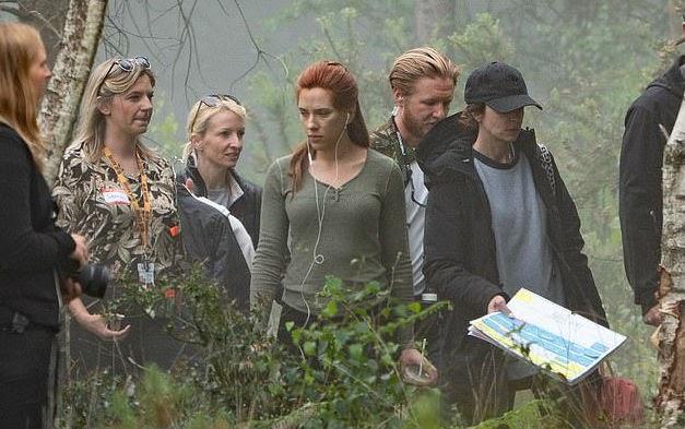 Cena filmada por Scarlett Johansson e O.T. Fagbenle pode dar dicas sobre o misterioso filme da Marvel