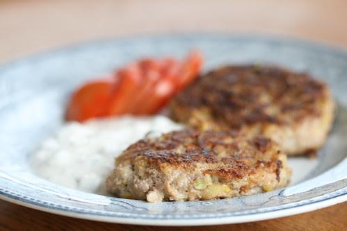 Zucchini meatballs / Suvikõrvitsa-hakklihakotletid