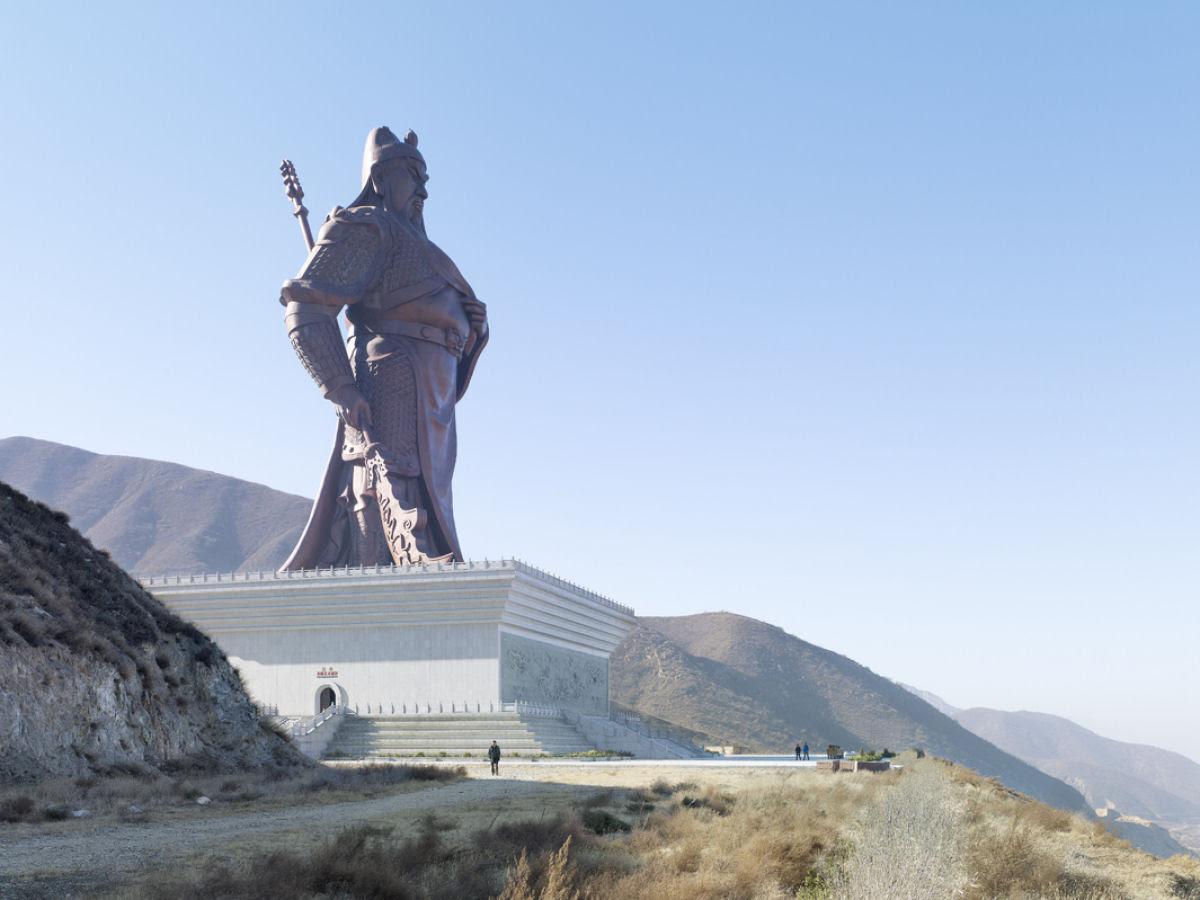 Paisagens alteradas pelas maiores estátuas do mundo 07