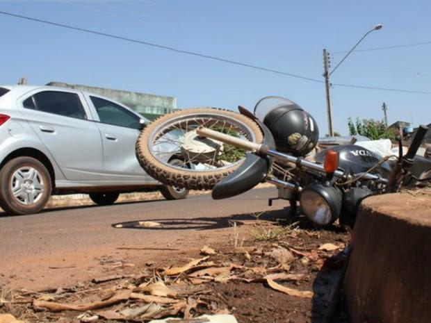 Acidente foi provocado por motorista invadir preferencial (Foto: Alerta Espigão/Reprodução)