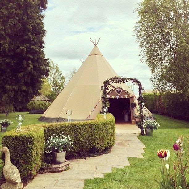 katie + andy's pretty tipi wedding