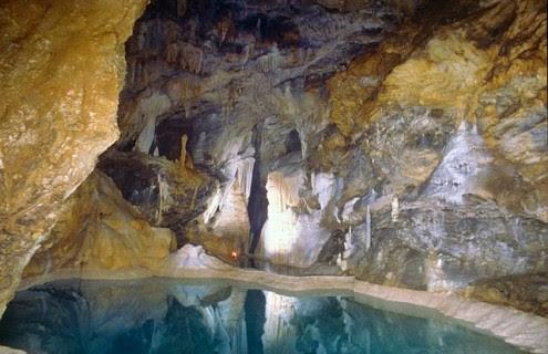 το-μυθικό-σπήλαιο-των-λιμνών-1