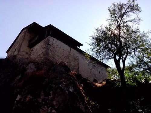 La casa sulla roccia by Ylbert Durishti