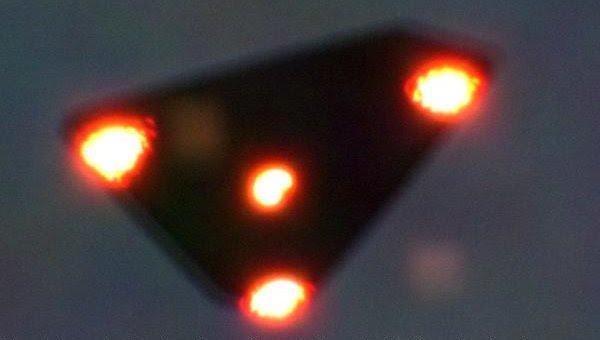 Belçikada çekilen üçgen biçimli nadir UFO fotoğraflarından biri (1990)
