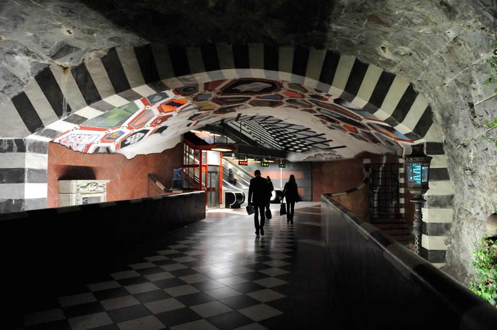 Kungsträdgården T-bana tunnelbanestationen i Stockholm Sweden.png