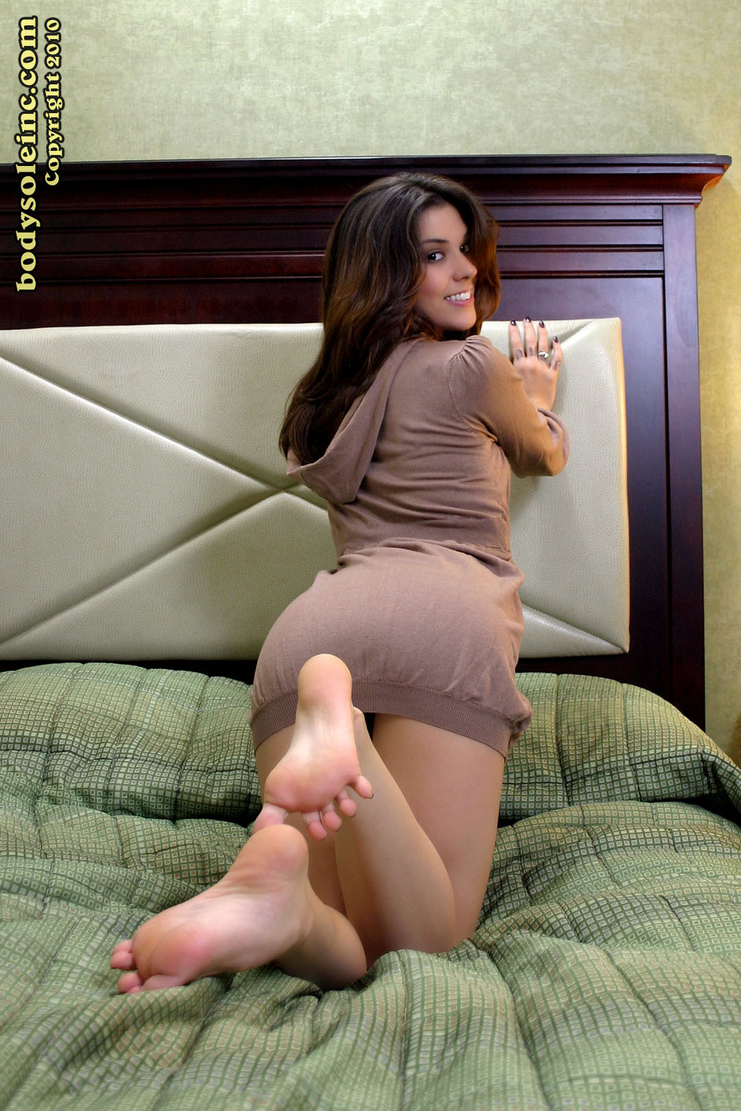 Vanessa Cage Feet Worship