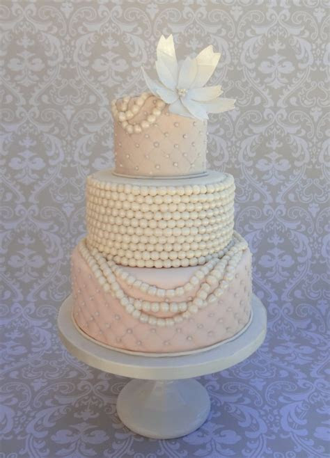 Top 30 Cakes with Elegant Pearls   Page 2 of 30