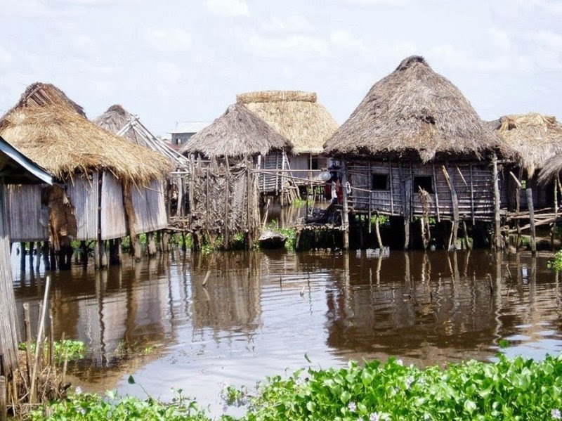 9. Свайные жилища над водой - еще одни национальные дома африканцев архитектура, африка, интересно, как живут люди, племена Африки, фото