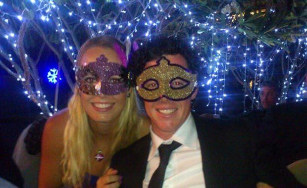A musa do tênis Carolina Wozniacki e seu namorado e jogador de golfe, Rory Mcilroy,  curtiram o Reveillon na Tailândia